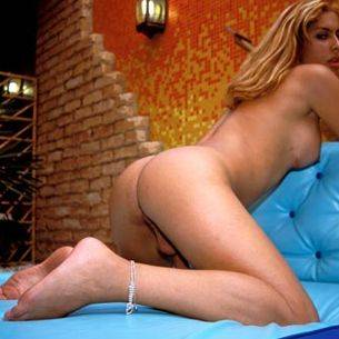 Travesti mamando y follando