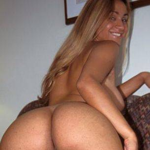 Travesti hermosa masturbandose